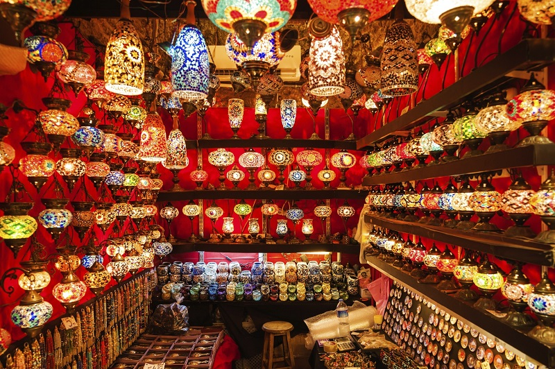 bazaar: lamps and lanterns